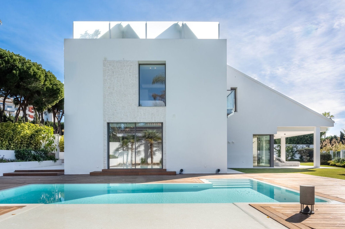 Location!!! Location!!!  This luxurious four bedroom villa is located a few minutes walk from the fa,Spain