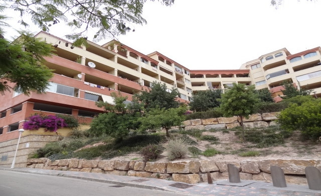 LOVELY 2 BED APARTMENT IN LOS PACOS – This property comprises a living and dining area with access t,Spain