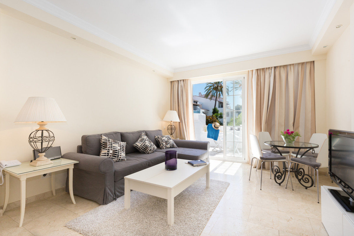 A great opportunity to acquire a property in the world renown Puente Romano Hotel. This studio apart,Spain