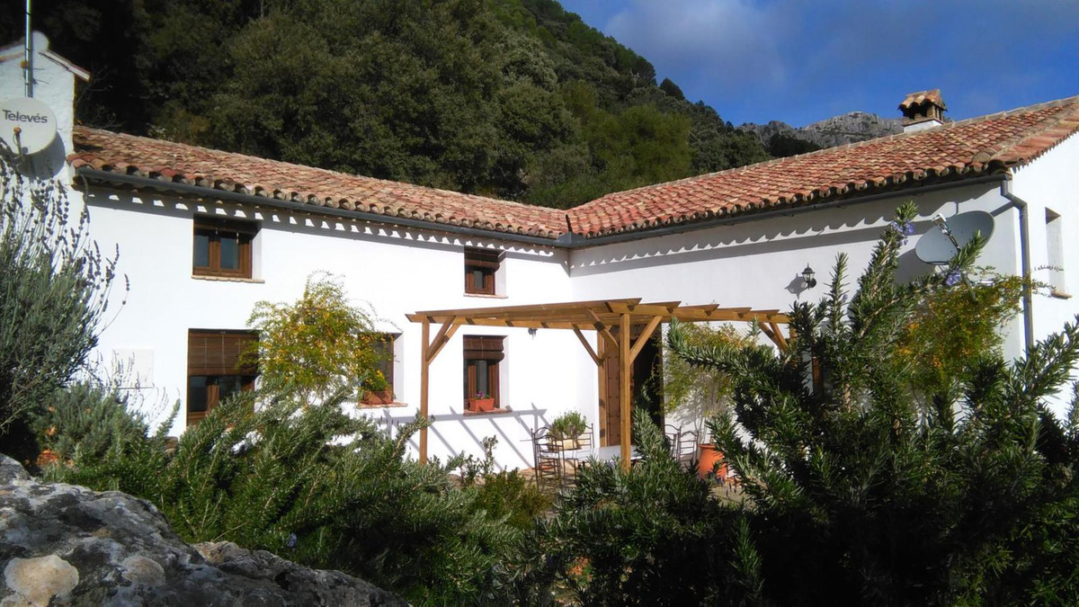 The property Canada de los Cerezos is country house built over 200 years ago and recently reformed r, Spain