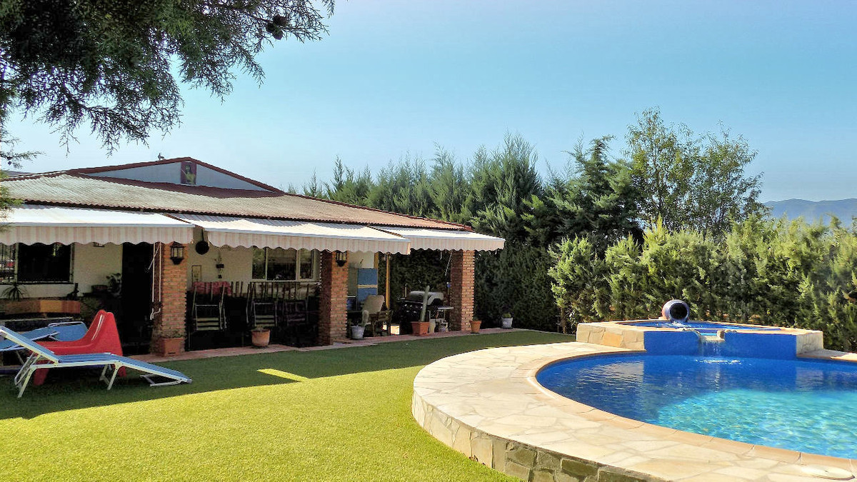 This single storey property is located at the end of a country lane with no passing traffic except t, Spain