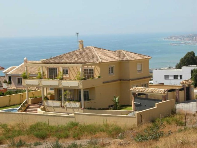 Originally listed for 1,330,000€ and recently reduced to 790,000€ to achieve a fast sale.  This very, Spain