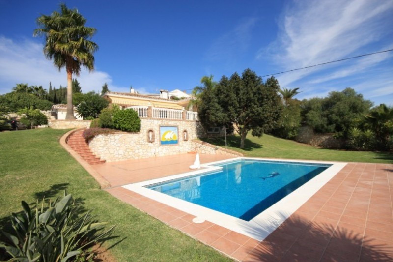 *****JUST DRASTICALLY REDUCED TO 525.000 € AND NOW 440.000€  - SUPER BARGAIN***** Beautiful villa, t, Spain