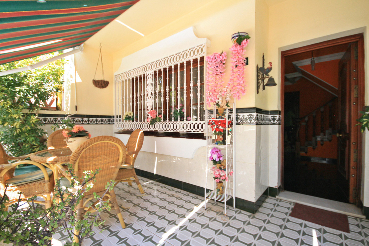 RARELY AVAILABLE!   Very spacious townhouse within easy walking distance of the beautiful seaside to, Spain