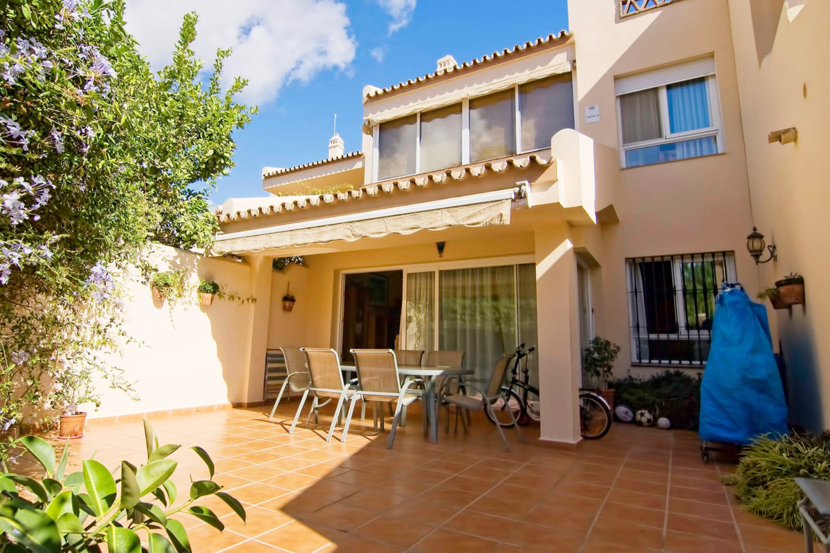 FANTASTIC 4 BED TOWNHOUSE SITUATED CLOSE TO THE CENTRE OF ARROYO DE LA MIEL!  Perfectly located in a,Spain
