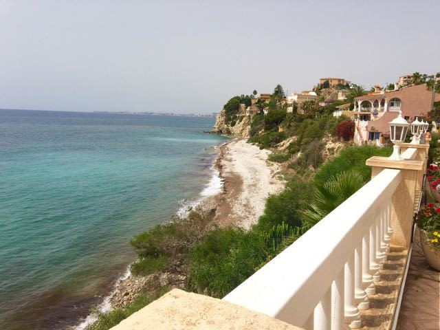 Beach front villa with direct access to it with 2 guest apartments.  Pre 1988 villa in good conditio,Spain