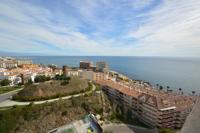 ***************  OPPORTUNITY **********  A large studio apartment situated beachside in Benalmadena  Spain