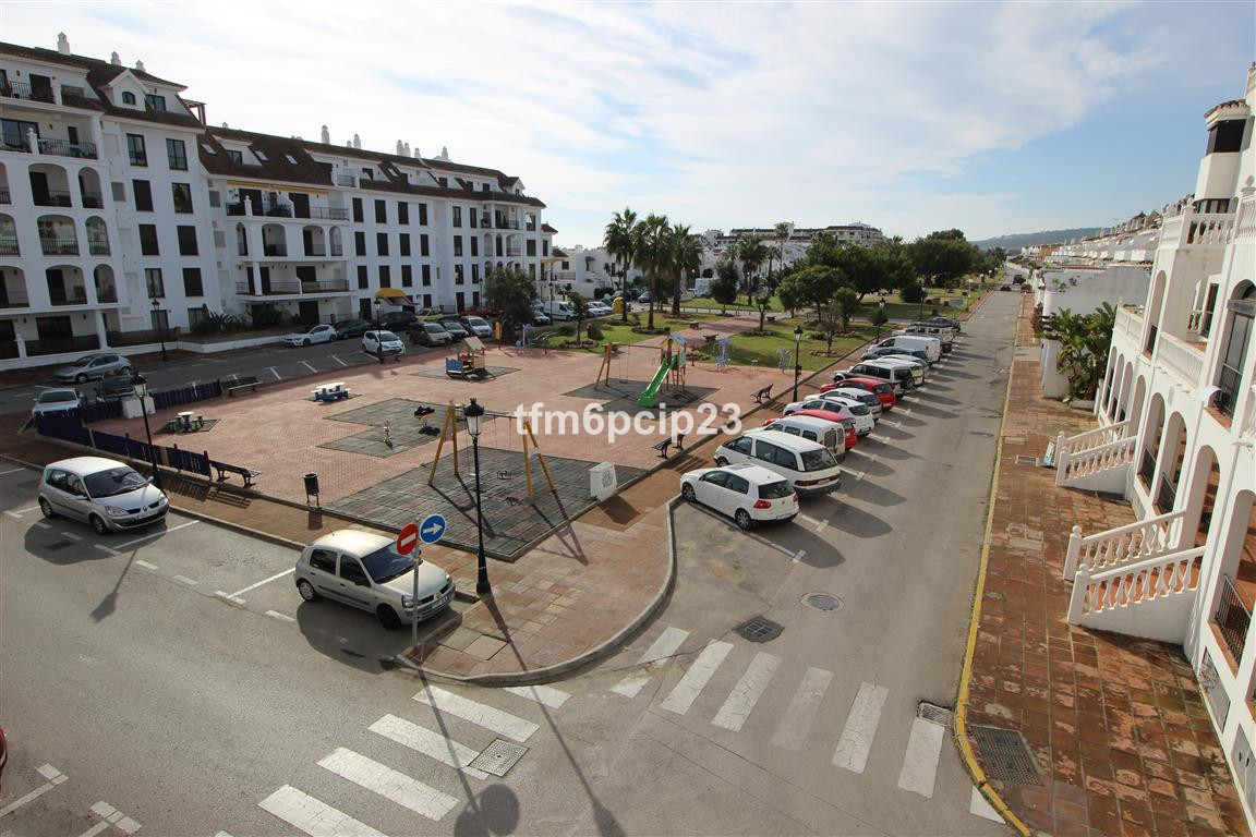This apartment is located in the centre of Duquesa port.It has a South West aspect and includes a do,Spain