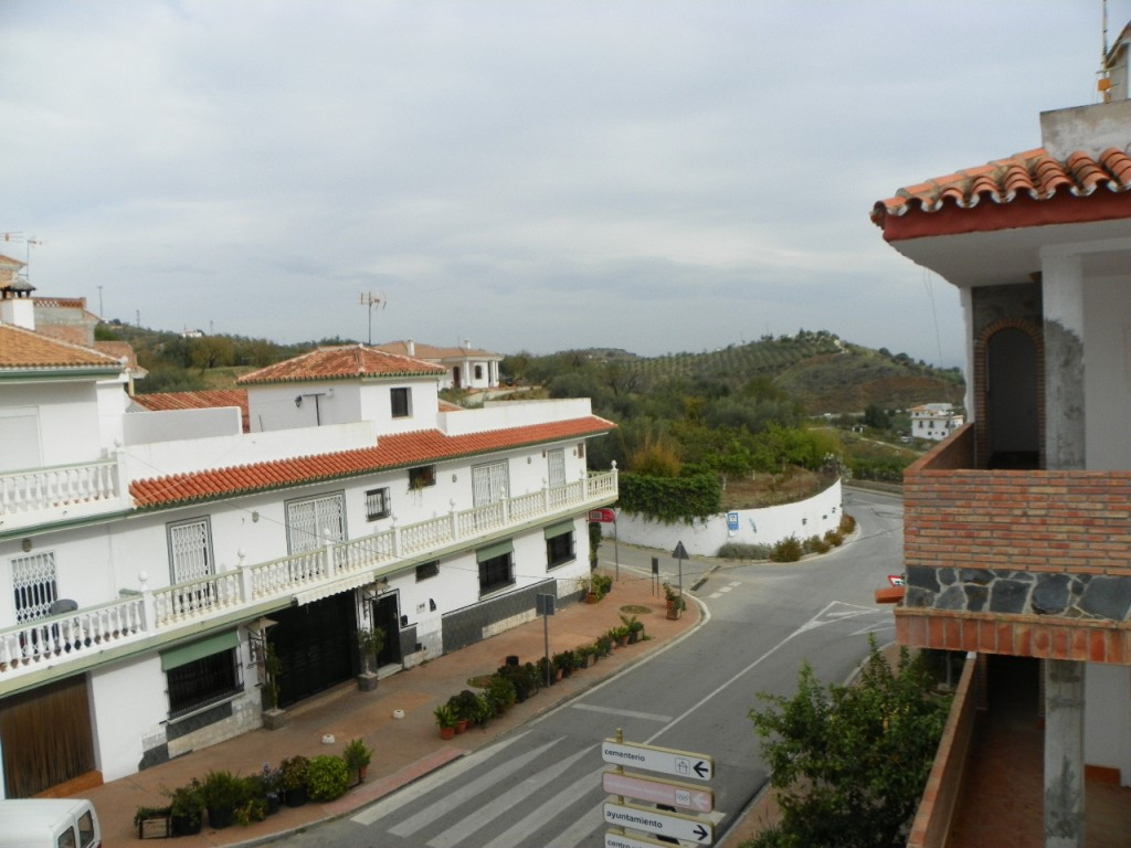 Ideal corner townhouse located in the quiet village of  Guaro, situated in at the exit of the town. ,Spain