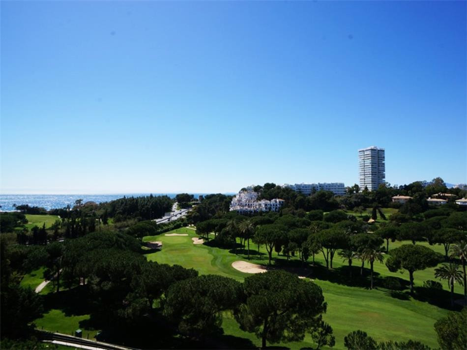 This spacious two-bedroom apartment is situated in Marbella East adjacent to ''Rio Real Golf,Spain