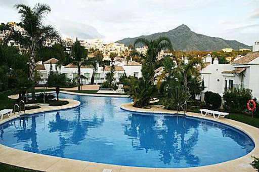 SOUTH FACING - Ground floor apartment with 2 bedrooms and 2 bathrooms located in Nueva Andalucia, cl,Spain