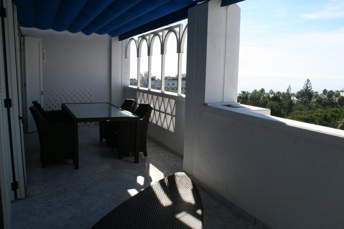 Amazing penthouse with spectacular sea views. This property includes a communal pool, gardens and pa,Spain