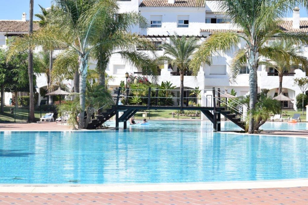 Impeccable 2 bedroom 2 bathroom apartment in an excellent complex next to the beach located in San P, Spain