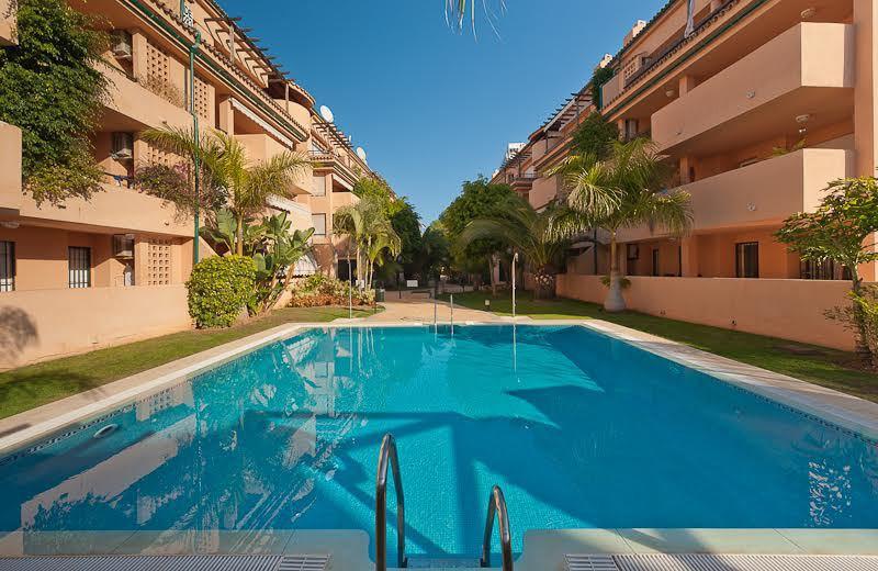 MARBELLA: FIRST LINE BEACH  Marbella, Zona Los Monteros - Las Chapas, Urbanization Alicate Playa. Mo,Spain