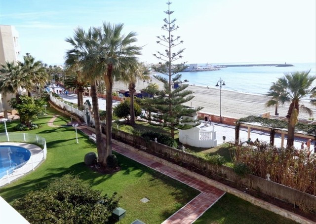 Beautiful apartment inside a gated complex in Benalmadena, walking distance to all the amenities, ba, Spain