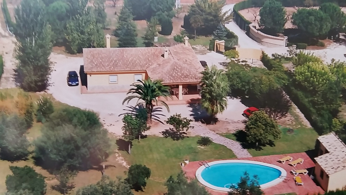 immaculate condition, built to high standards, full of character, outskirts of town, quiet location,,Spain