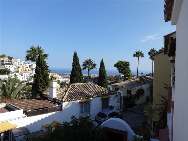 Charming 3 bedroom, 3 bathroom townhouse situated in the picturesque urbanization of La Heredia. Off,Spain