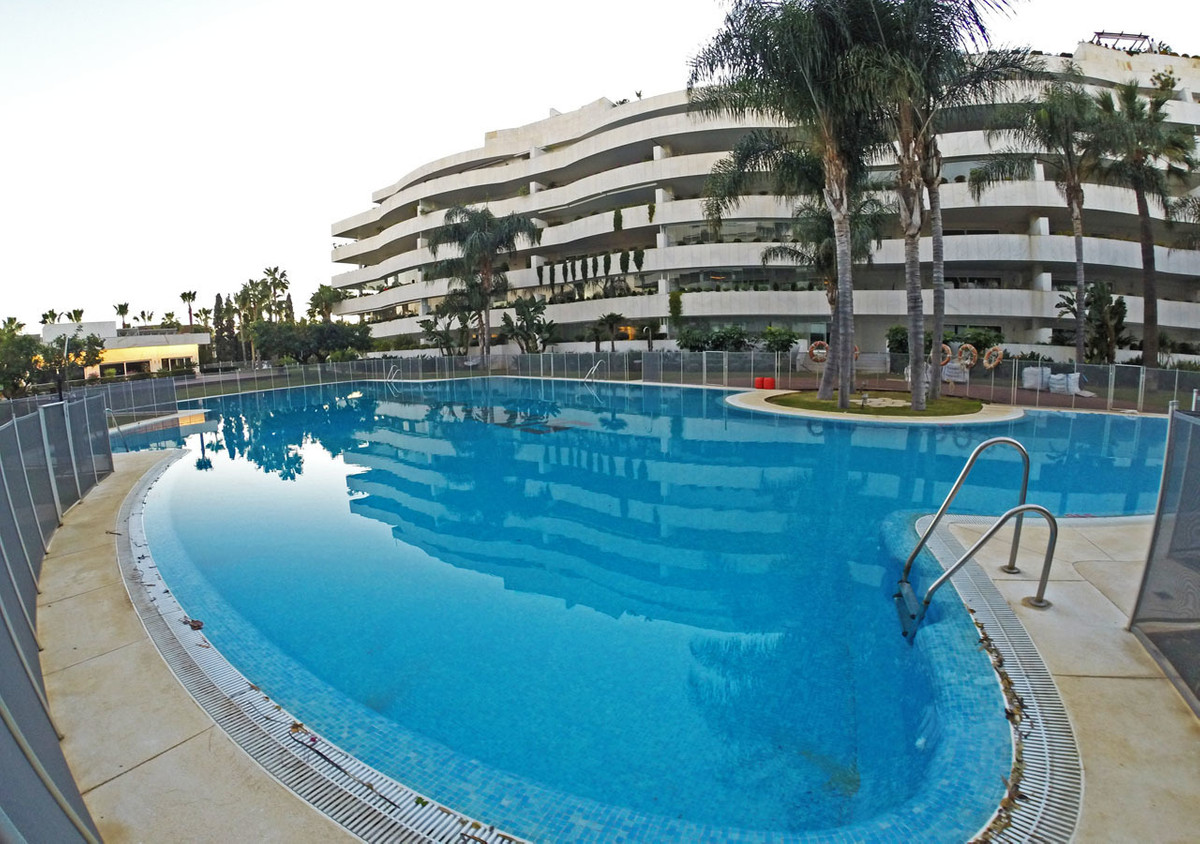 Luxurious apartment near Puerto Banus 2 bedrooms We show you this fantastic low apartment near Puert, Spain
