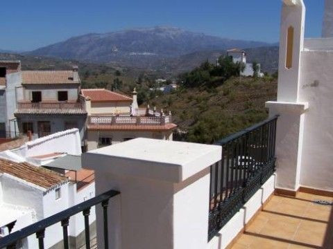 Semi-detached village house with beautiful mountain views, 3 years old, ff kitchen, garage, terrace ,Spain
