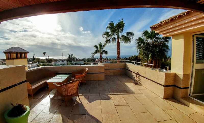 Fantastic family home in Marbella town with private swimming pool and stunning sea views. This well ,Spain
