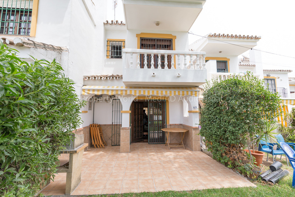 Cozy townhouse, situated in a secure urbanisation La Campana, close to Fuengirola.Two bedrooms, one ,Spain