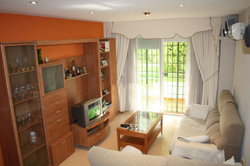 Fantastic ground floor apartment with south west orientation close to all kinds of services.  The ho,Spain