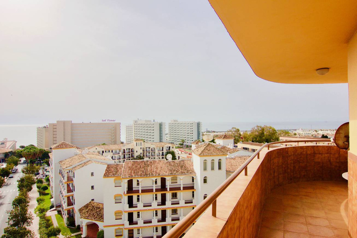 Middle Floor Apartment, La Carihuela, Costa del Sol. 3 Bedrooms, 2 Bathrooms, Built 130 m², Terrace , Spain