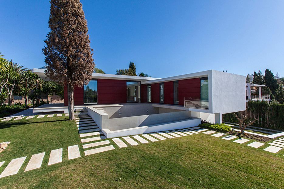This is great opportunity to purchase a brand new modern villa in Parcelas del Golf, Aloha Golf area,Spain