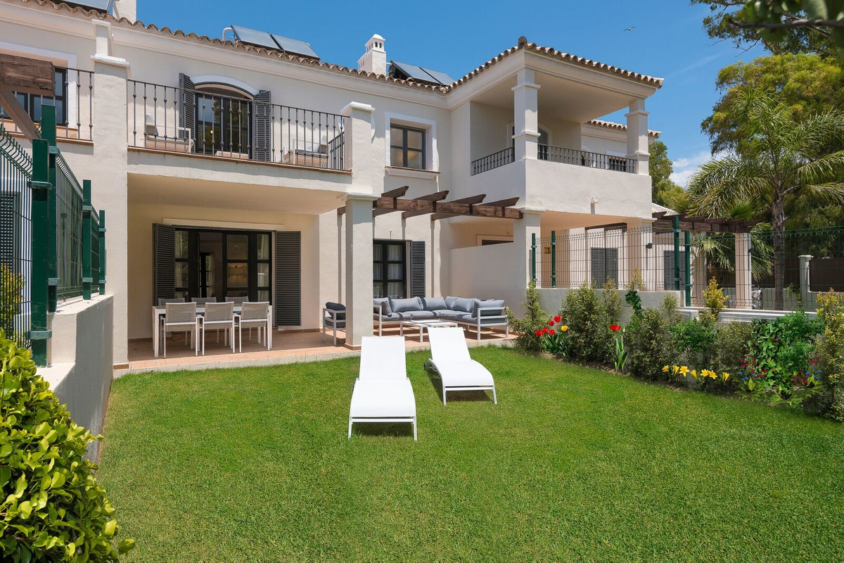 Semi-Detached House, Guadalmina Baja, Costa del Sol. 4 Bedrooms, 3 Bathrooms, Built 174 m², Garden/P, Spain