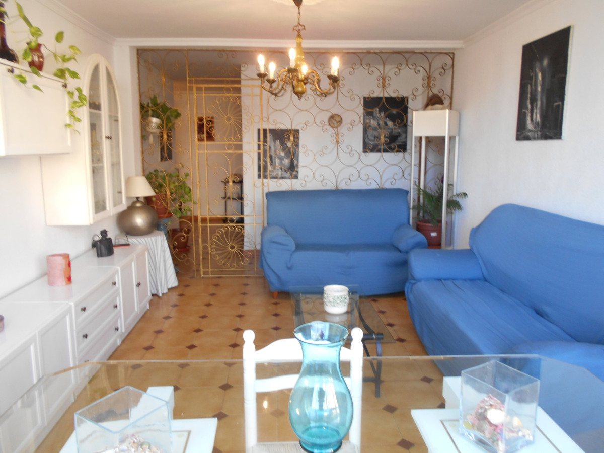 Expansive and bright apartment in San Pedro de Alcantara near the center of 120m2 distributed in 3 b,Spain