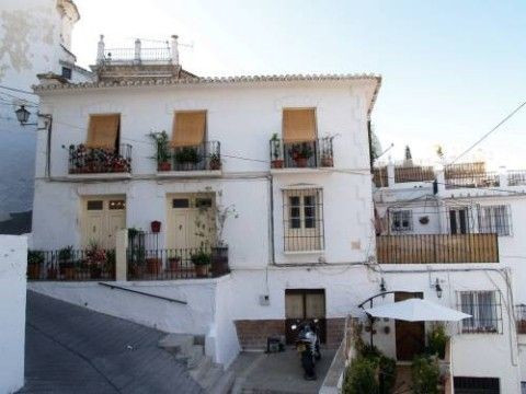 Nice village house in the centre of Almachar, with 3 independent flats :\n~first floor = 4 bed rooms, Spain