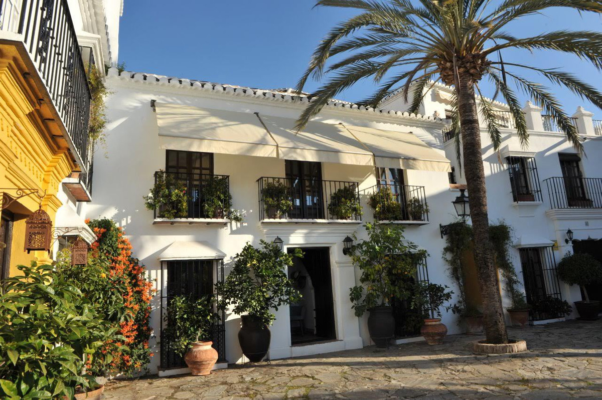 We are proud to present one of the most beautiful and charming properties for sale in Marbella. The ,Spain