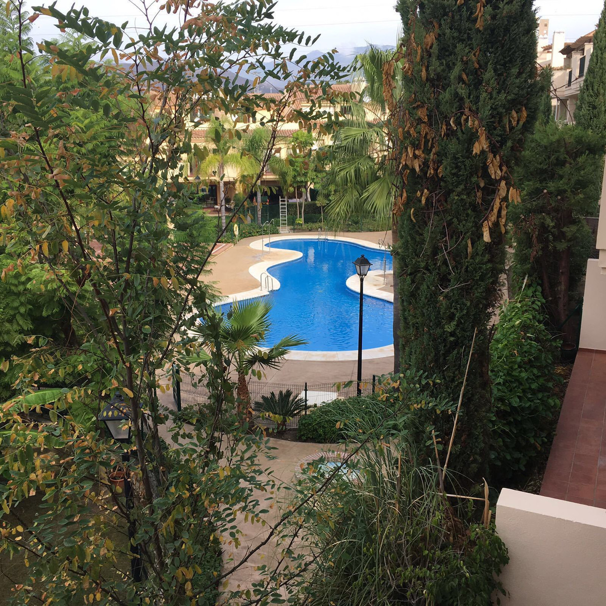 Fabulous 3 bedroom apartment located in a well established community with easy access to Puerto Banu,Spain