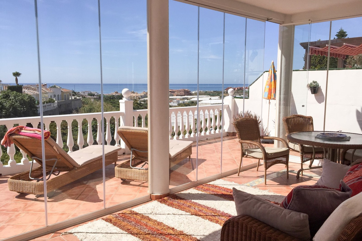 Large villa in El Penoncillo This light villa is located in El Penoncillo, Torrox Costa.  The villa , Spain