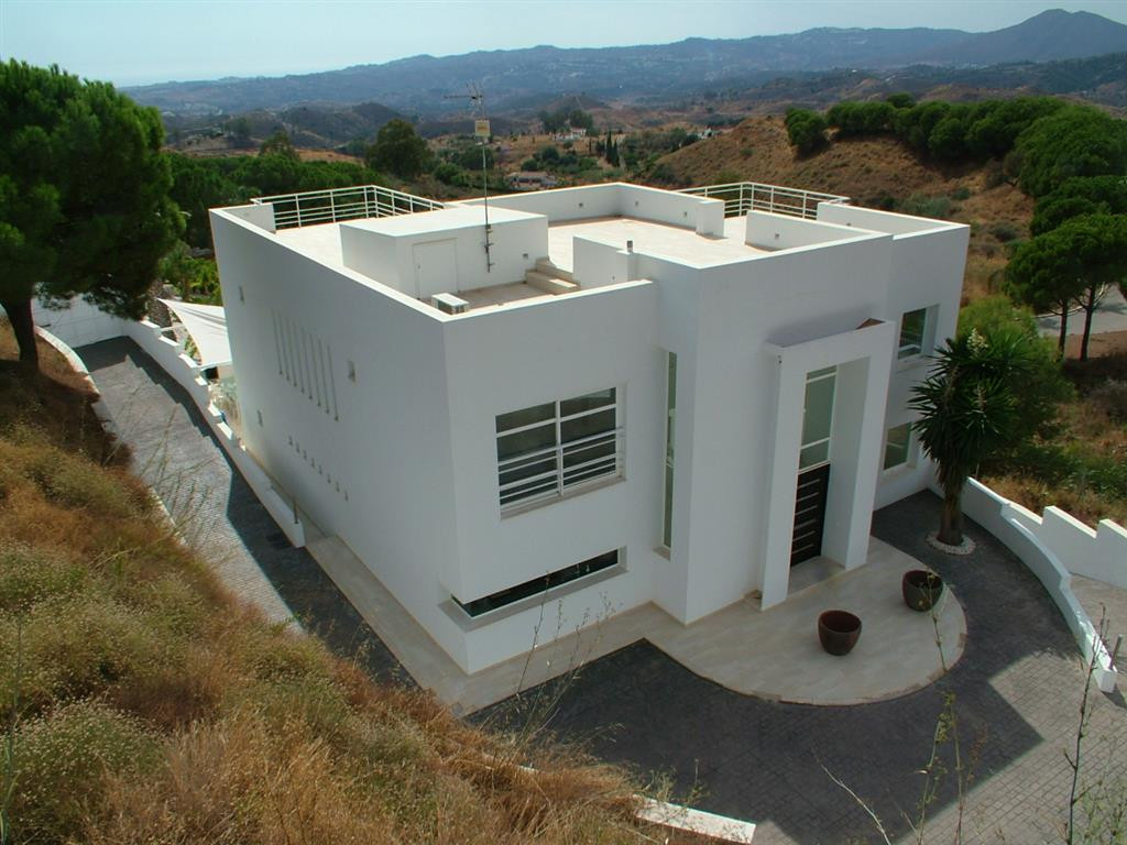 A  custom designed luxury contemporary residence with a fabulous infinity pool.and built to the high,Spain