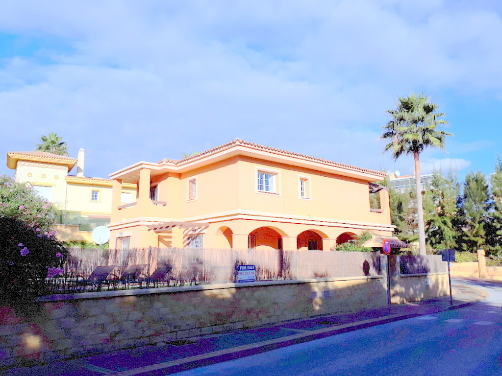 Immaculately kept villa within walking distance of all amenities, shops, restaurants and bars, in th,Spain