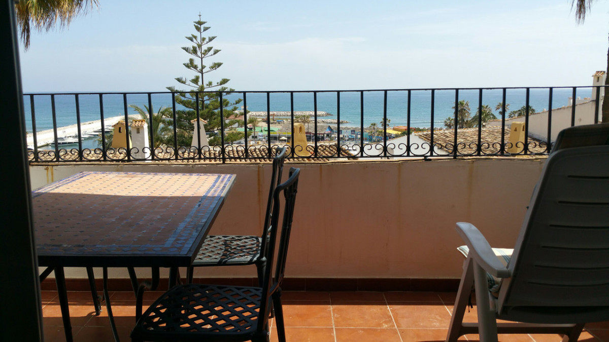 This is a great apartment for sale right in the port and by some of the best beaches on the Costa de, Spain