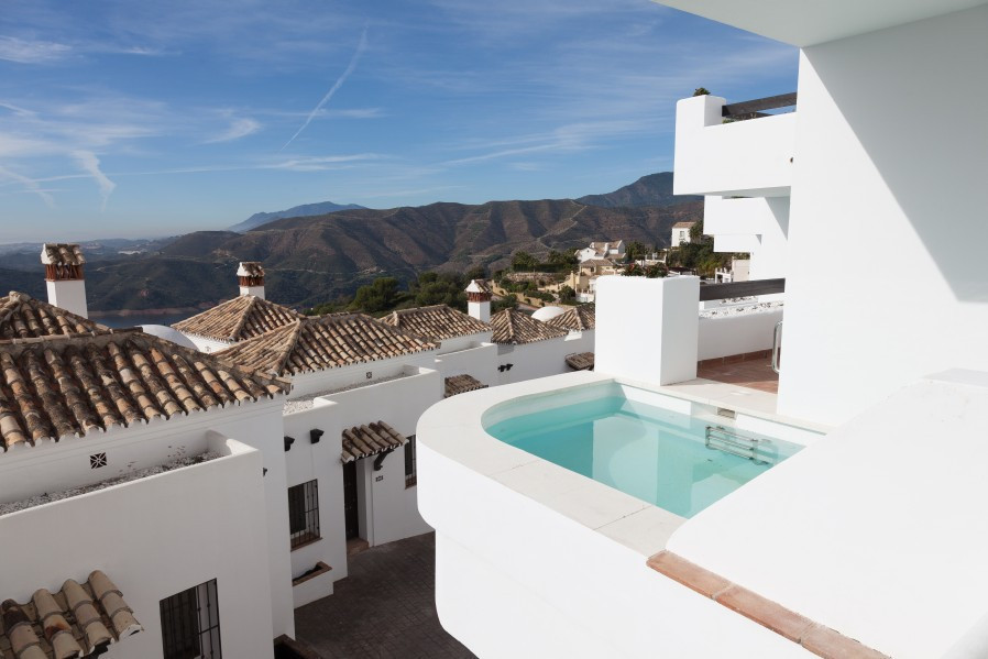 The townhouse is located in the privileged enclave of the Sierra de las Nieves nature reserve offeri, Spain