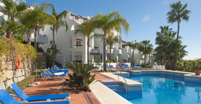 Great duplex penthouse located in the Tortugas de Aloha, a quiet complex of Nueva Andalucia, with So,Spain