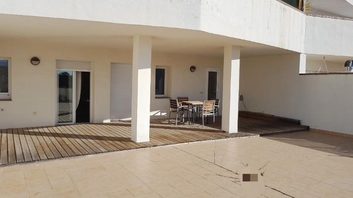 Really impressive apartment. Completely renovated. Located in an excellent area of Nueva Andalucia, , Spain