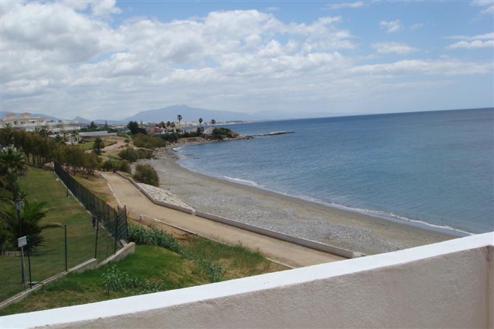 Top Floor Apartment, Estepona, Costa del Sol. 1 Bedroom, 1 Bathroom, Built 65 m², Terrace 10 m².  Se,Spain