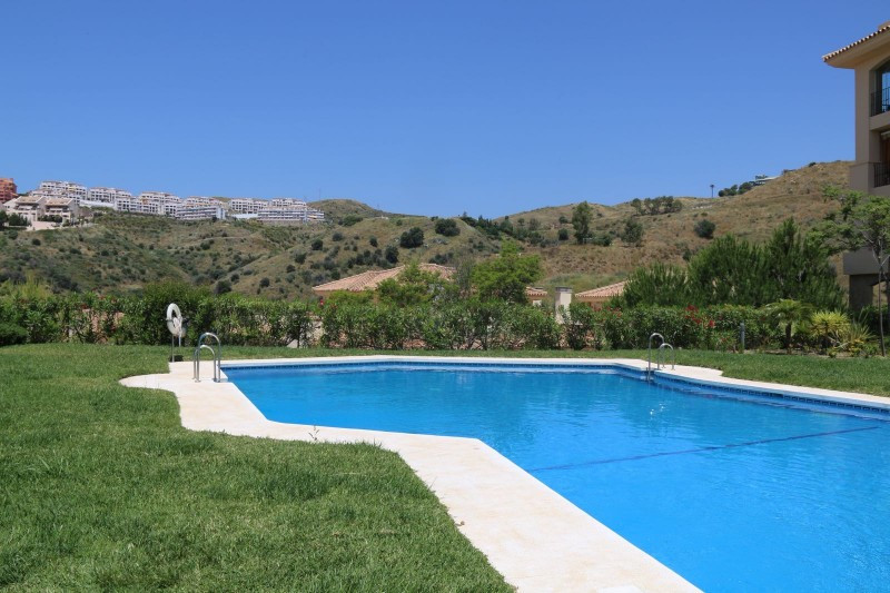 Apartment for sale in Calahonda, Mijas Costa, with 2 bedrooms, 2 bathrooms and has a swimming pool (, Spain