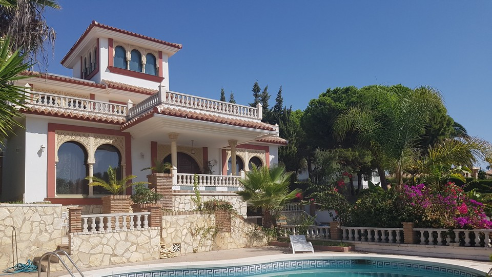 Magnificent Arabian style large detached Villa in the sought after urbanization of Torrenueva, only , Spain
