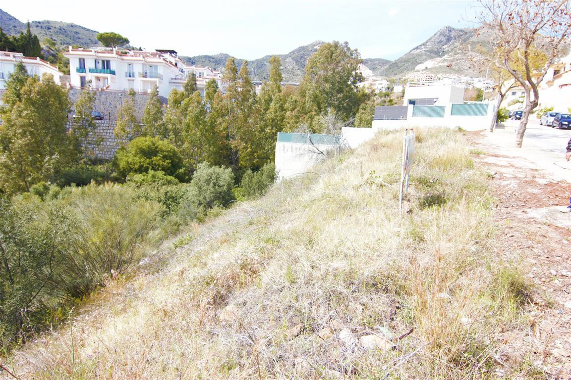 3 plots together 400m2, 420m2, 450m2 located within walking distance to the hospital Xanit, Benalmad Spain