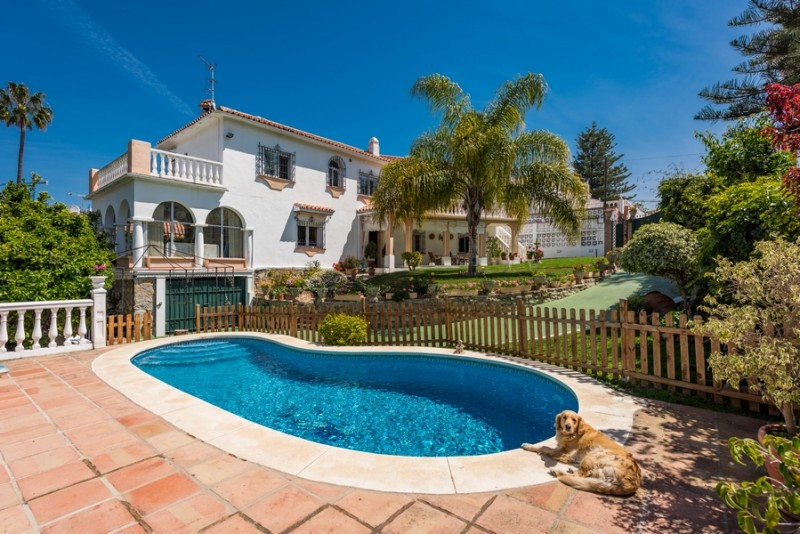 Villa for sale in Marbella, with 4 bedrooms, 3 bathrooms and has a swimming pool (Private), a garage,Spain
