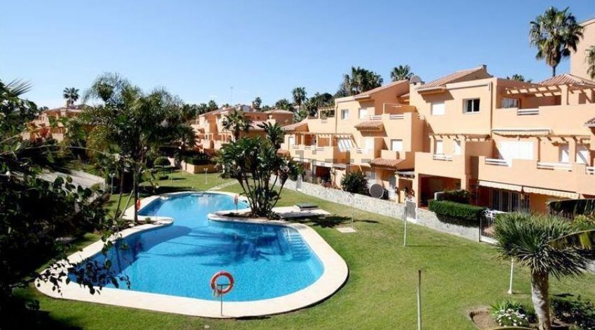 Nice apartment with a large corner terrace, located 200 meters from the best beach of Marbella in fr, Spain