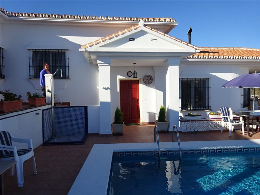 MAGNIFICENT VILLA located in Benajarafe.  It is situaded  2 minutes away from the main road, carrete, Spain