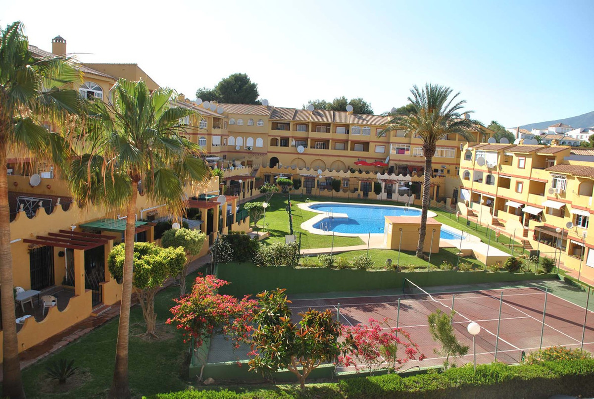 Beautifull studio of 55 smt , recently refurbished and well decorated , has a spacious bedroom , kit,Spain