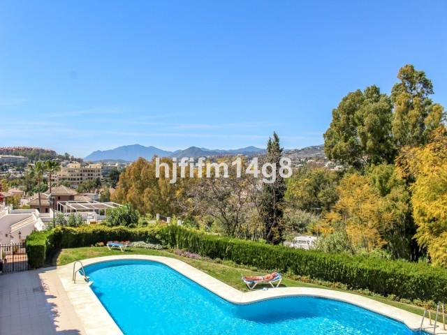 Two bedroom townhouse for sale situated in Aloha Pueblo, Nueva Andalucia. The property has impressiv,Spain