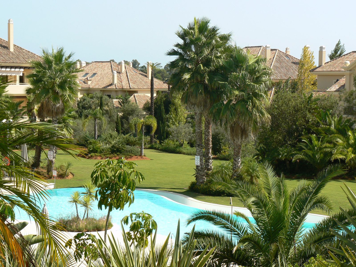 Four Bedroom Luxury Apartment in Valgrande, Sotogrande: Spacious apartment in the sought after Valgr, Spain